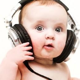Когда ребенок начинает хорошо слышать и на какой день после рождения это происходит