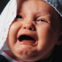 По какой причине ребенок плачет после или во время кормления