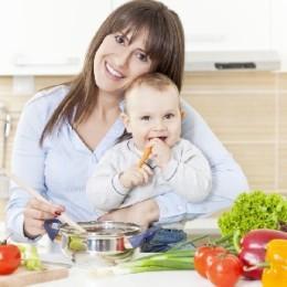 Когда и что именно можно начинать есть после родов кормящей маме