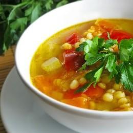 Можно ли кормящей маме есть гороховый суп и насколько это полезно для нее и малыша
