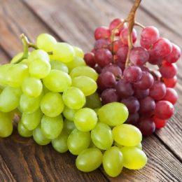 Можно ли кормящей маме в период лактации кушать виноград