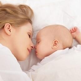 Можно ли лежать женщине на животе после родов с помощью кесарева сечения