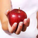 Можно ли кормящей маме яблоки и как это отражается на малыше