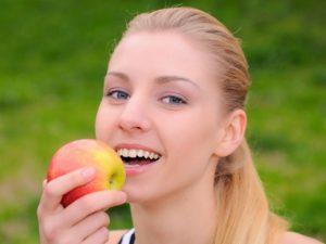 Употребление яблок в период кормления грудью