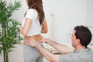 Обследование у врача при болях в пояснице