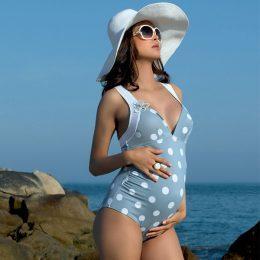 Стильные и практичные купальники для беременных