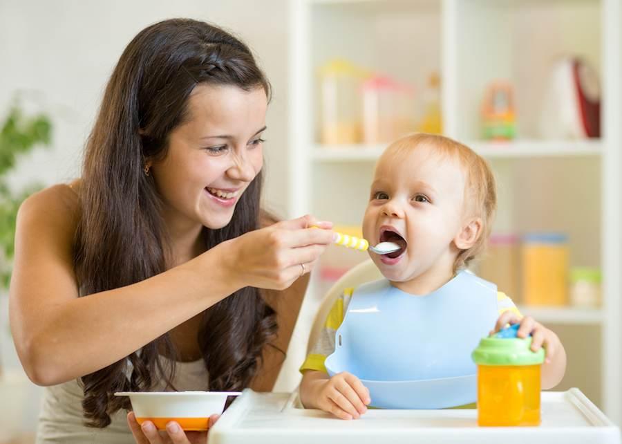 Кормление ребенка исскуственной смесью
