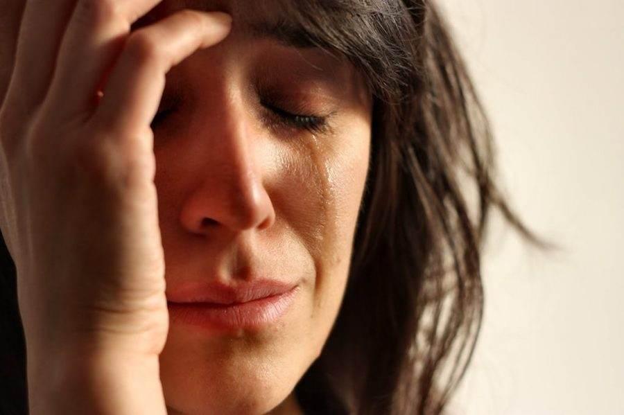 Плаксивость - один из признаков послеродовой депрессии