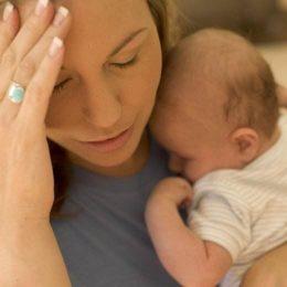 Сколько длится и как протекает послеродовая депрессия у кормящих матерей